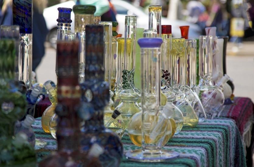 Bongo szklane czy akrylowe - które wybrać?