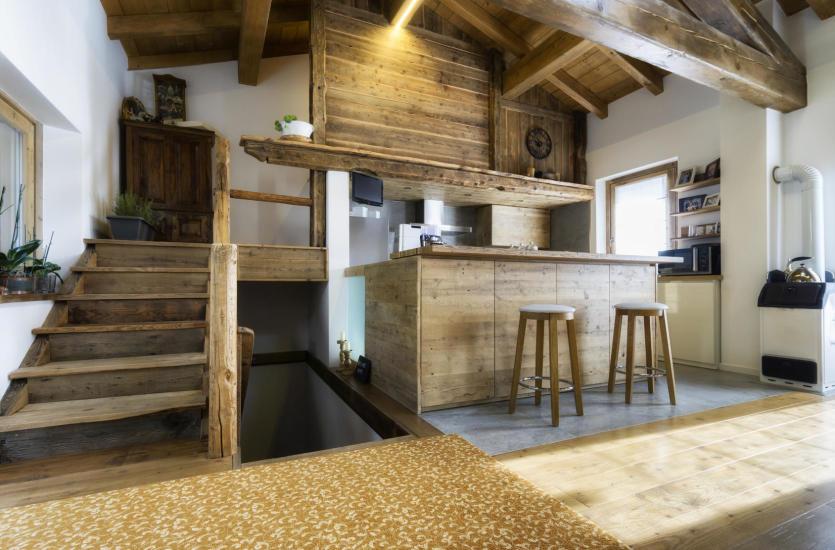 Dlaczego warto wybierać meble drewniane?