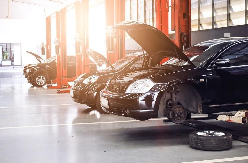 Dlaczego warto korzystać z usług autoryzowanych serwisów samochodowych?