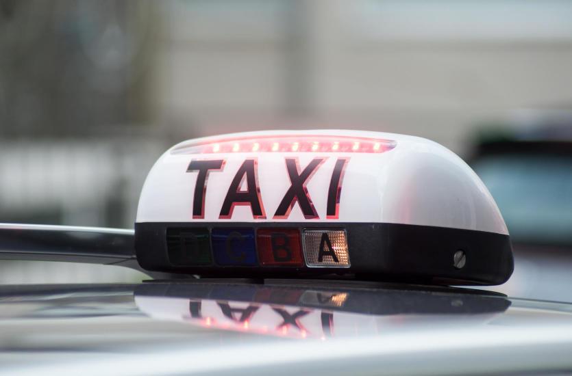 Taksówka na i z lotniska