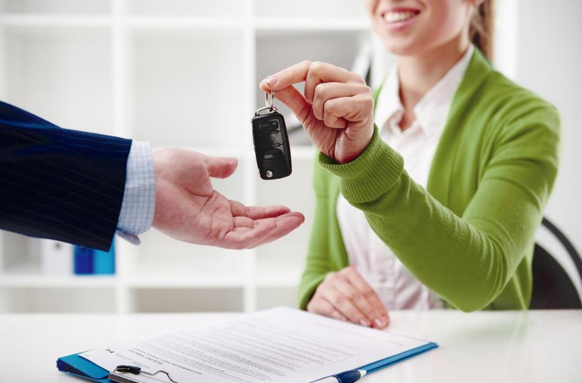 Czy warto wynająć samochód na specjalną imprezę?