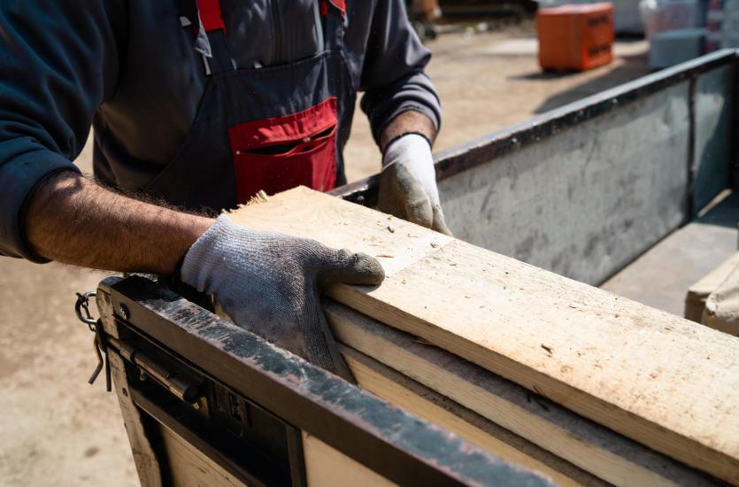Świeże Transport drewna – od czego zależy jego cena? VP96
