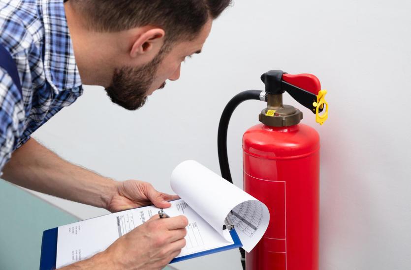 Zabezpieczenia przeciwpożarowe – sprzęt PPOŻ i BHP