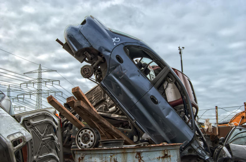 Złomowanie samochodów – co warto wiedzieć?