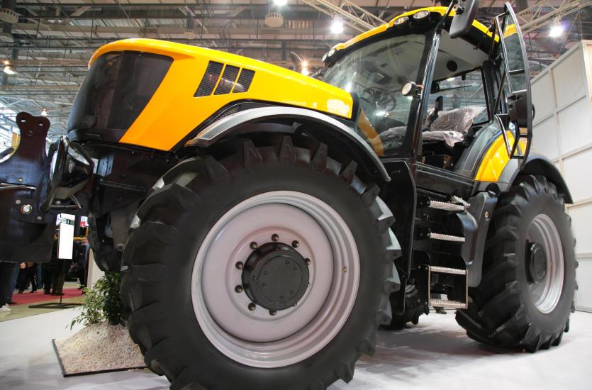 Naprawa i wymiana opon maszyn rolniczych i leśnych
