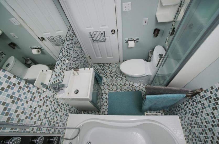 Mała łazienka – jakie wybrać urządzenia sanitarne?