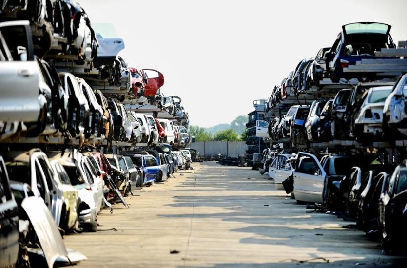 Złomowanie i wyrejestrowanie auta – na czym polega kasacja samochodu?