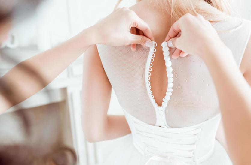 Dlaczego warto zdecydować się nas suknię ślubną szytą na miarę?