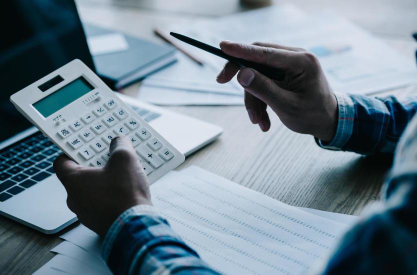 Obsługa kadrowo-płacowa firm – na czym polega?