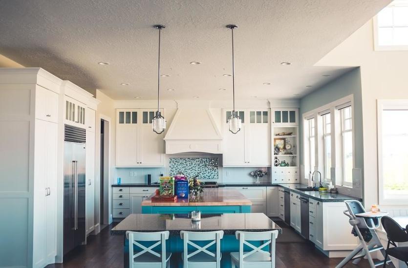 Czy szkło malowane w kuchni to dobry pomysł