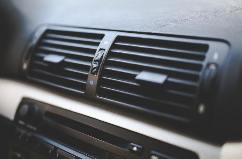 Zakres serwisu klimatyzacji w samochodzie