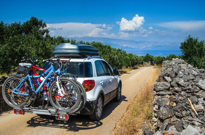 Twój rower też chce jechać na urlop. Jak go przetransportować?