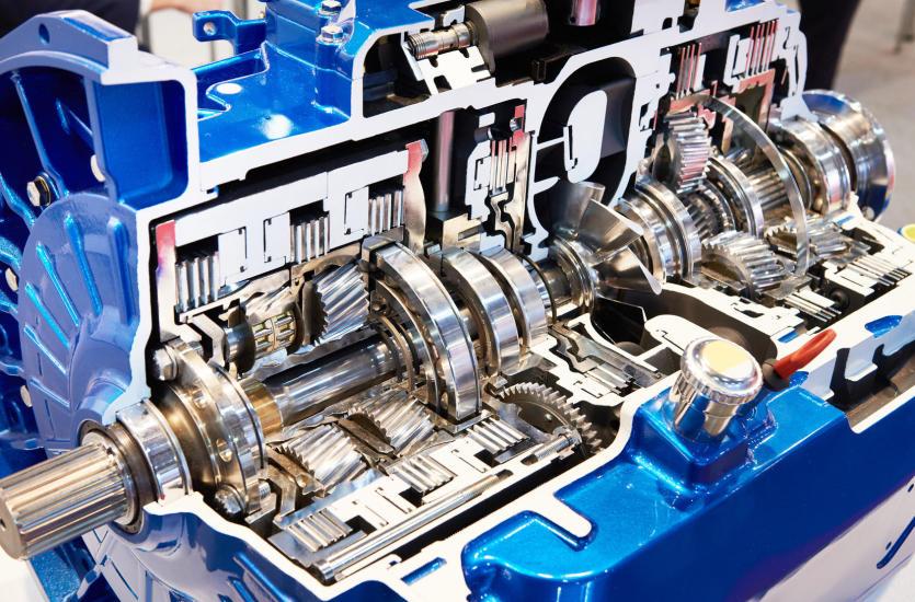 Czynności wykonywane przez mechaników specjalizujących się w naprawach skrzyń biegów