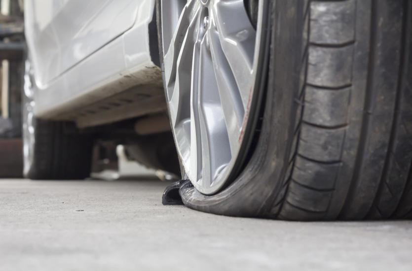 Co zrobić w razie zepsucia się opon w samochodzie?