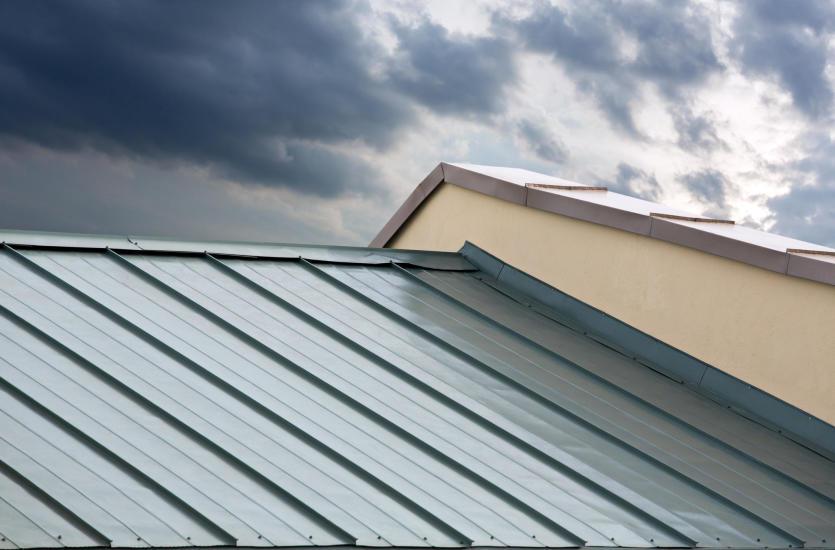 Покрытие крыши листовым металлом