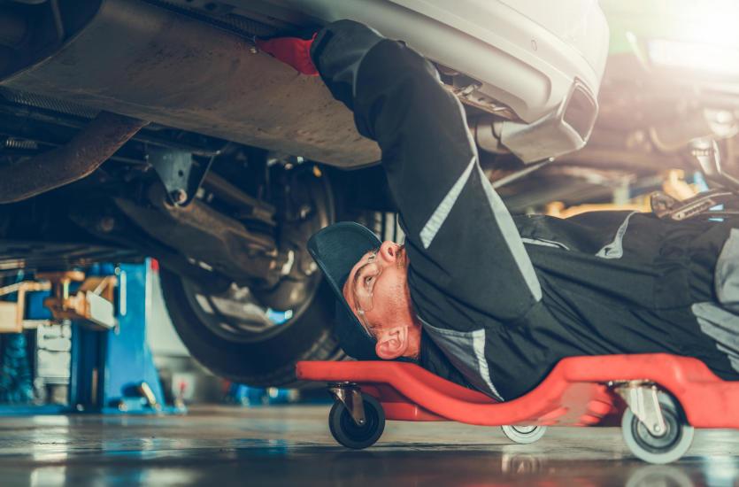 Czy warto naprawiać swój samochód samodzielnie?