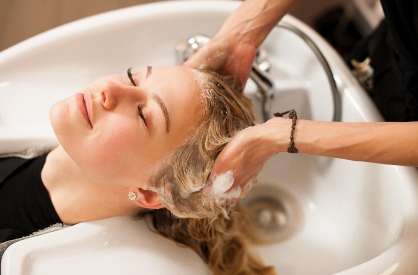 Dlaczego watro zdecydować się na regenerację włosów w salonie fryzjerskim?