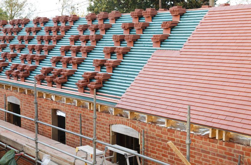 Nowoczesne projekty domów jednorodzinnych – jaką dachówkę wybrać?