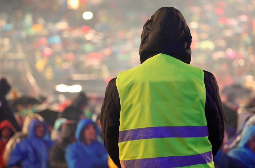 Jak zachowywać się podczas imprez masowych i czym zajmuje się na nich ochrona