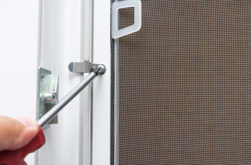 Moskitiera na drzwi balkonowe – jaki model wybrać?