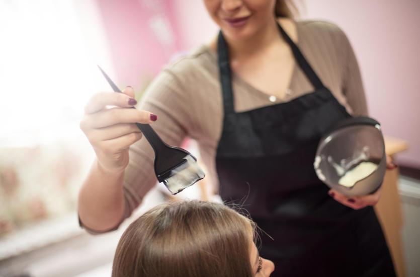 Jak wybrać sposób koloryzacji włosów?