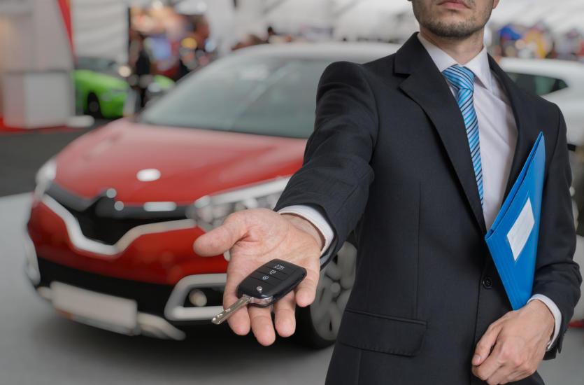 Kredyt gotówkowy czy samochodowy