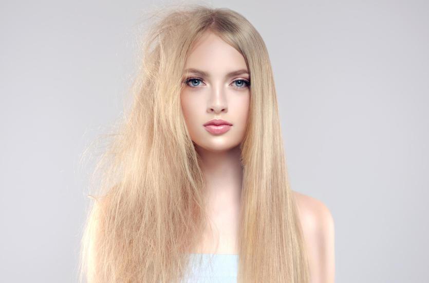 Keratynowe prostowanie włosów. Jakie są jego największe zalety?