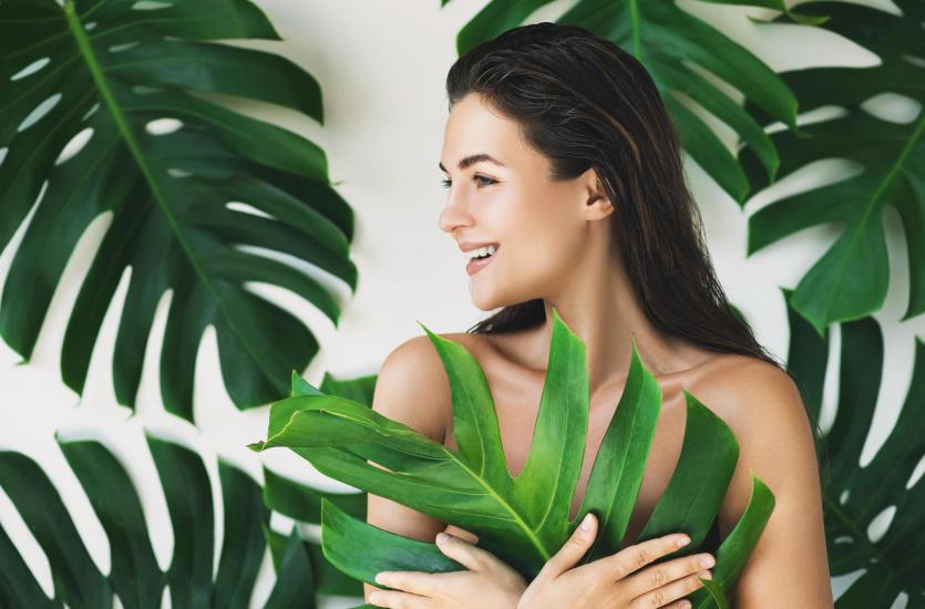 Praktyczne triki, jak zregenerować skórę i włosy po wakacjach?