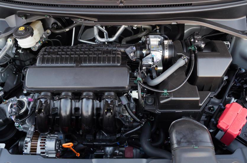 W jaki sposób dochodzi do zużycia silnika w samochodzie?