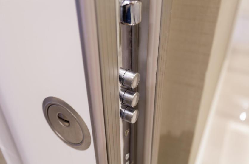 На что следует обратить внимание при покупке входной двери?