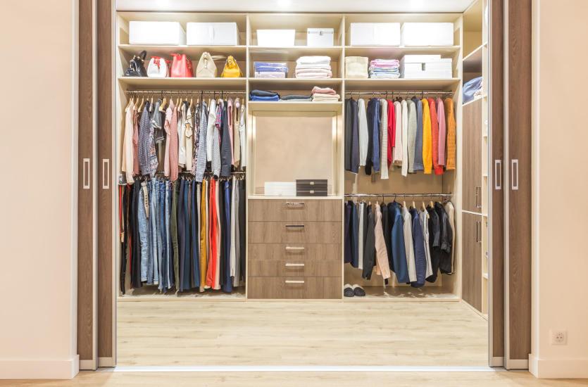 Jak stworzyć wygodną garderobę?