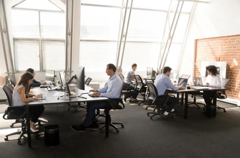 Fotel ergonomiczny. Jak wybrać najlepsze krzesło do pracy?