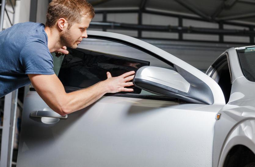 Nowy komfort jazdy – czyli zalety profesjonalnego przyciemniania szyb
