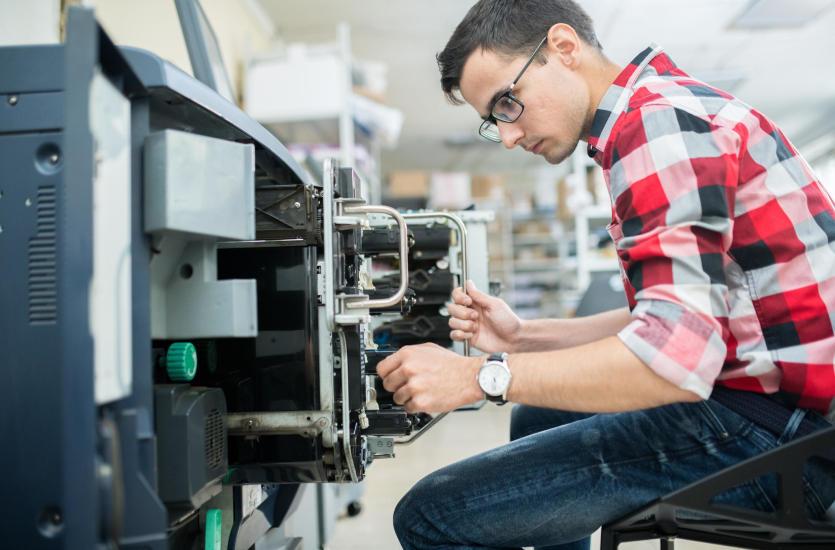 Jakie umiejętności powinien mieć dobry serwisant komputerowy?