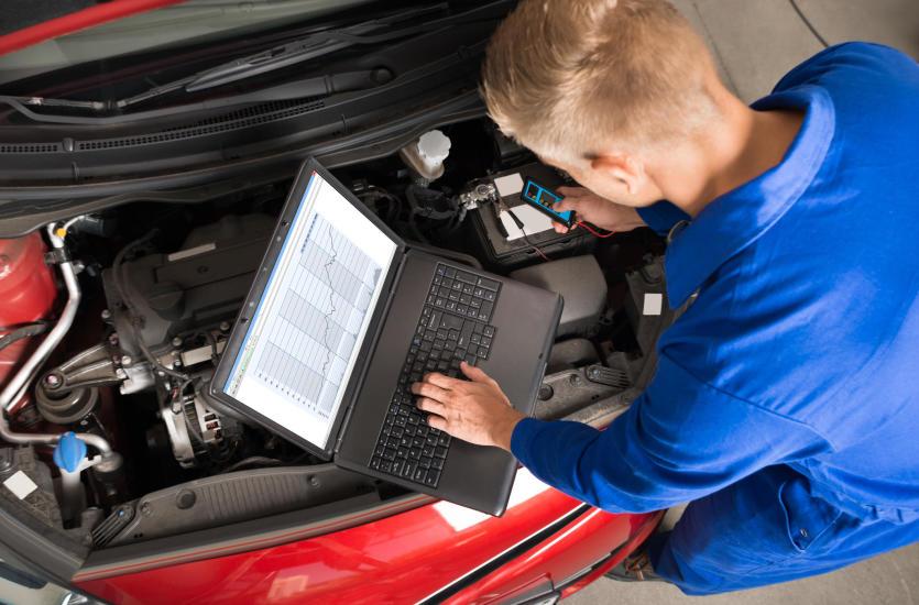 Dlaczego nie należy bagatelizować usługi przeglądu okresowego auta?