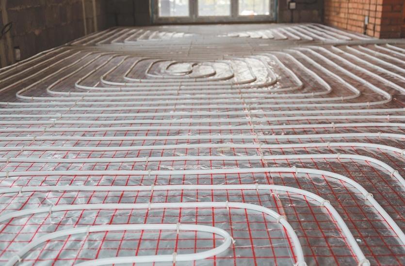 Ogrzewanie podłogowe wewnątrz i przeciwoblodzeniowe na zewnątrz. Jak je wykonać?