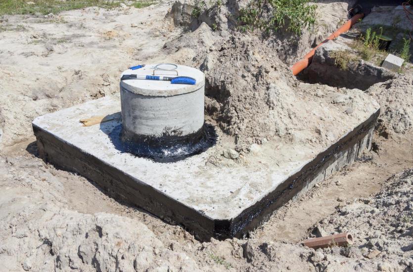 Odprowadzenie nieczystości do betonowego zbiornika