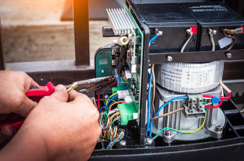 Usterki bram automatycznych – czym najczęściej zajmuje się serwis?