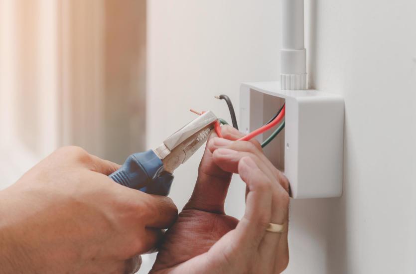Prace w zakresie modernizacji instalacji elektrycznych