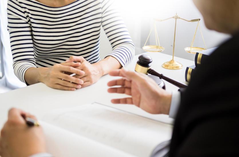 W jakiej potrzebie warto zwrócić się do radcy prawnego?
