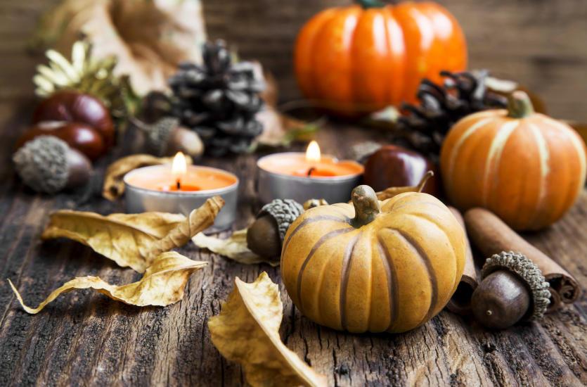 Jak wprowadzić w mieszkaniu jesienny klimat? Pomysły na dekoracje