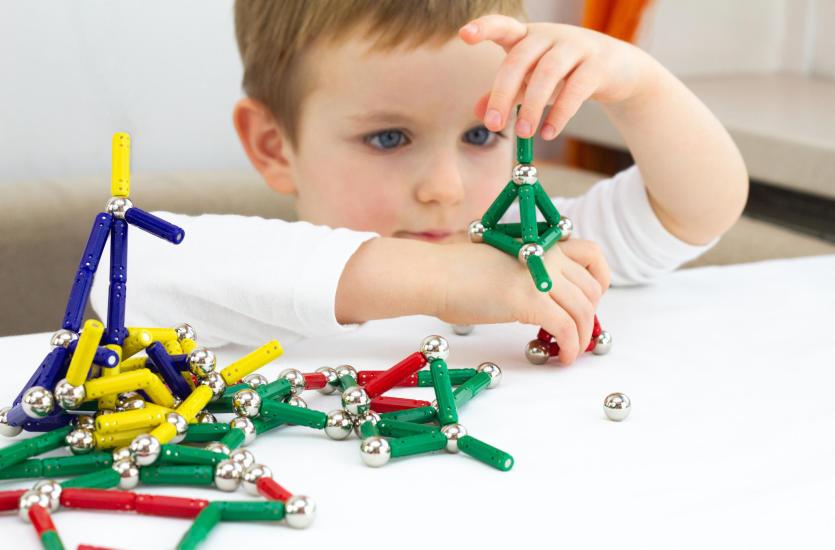 Jakie zabawki sprawdzą się zarówno dla dziewczynek, jak i chłopców?