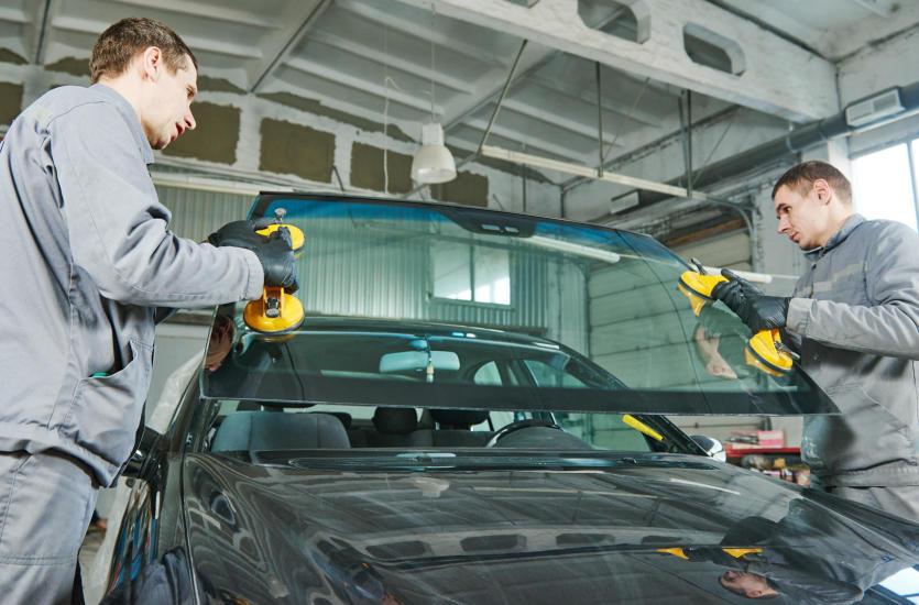 Wymiana szyb samochodowych – co warto wiedzieć?