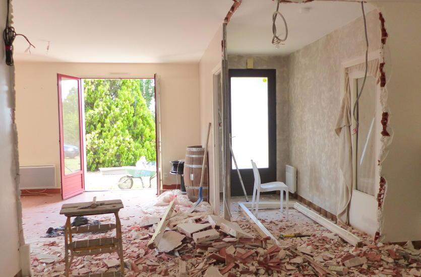 Wyburzenie ściany działowej - co trzeba wiedzieć?