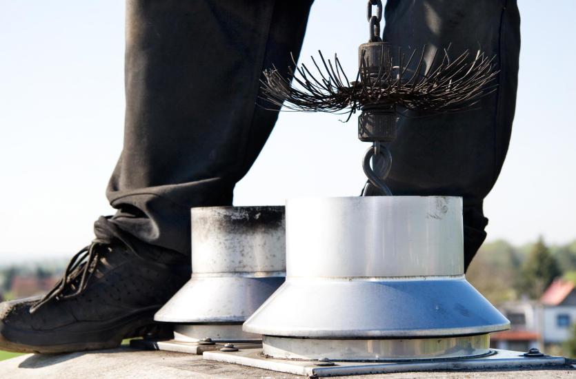 Jak powstaje i do czego może doprowadzić niedrożność przewodów kominowych?