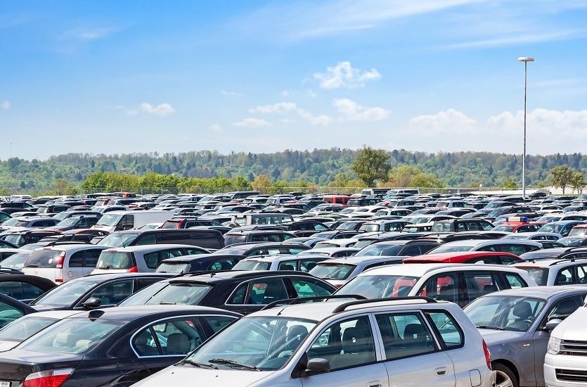 Tanie parkowanie przy lotnisku w Modlinie. Propozycje postojów