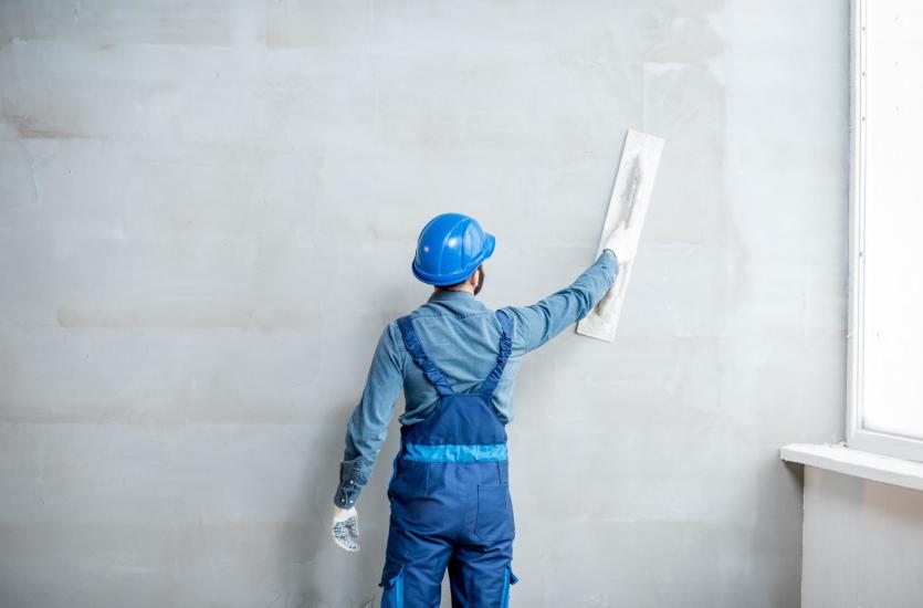 Kiedy ściany działowe przeszkadzają, a kiedy mogą stać się wizytówką przestrzeni?