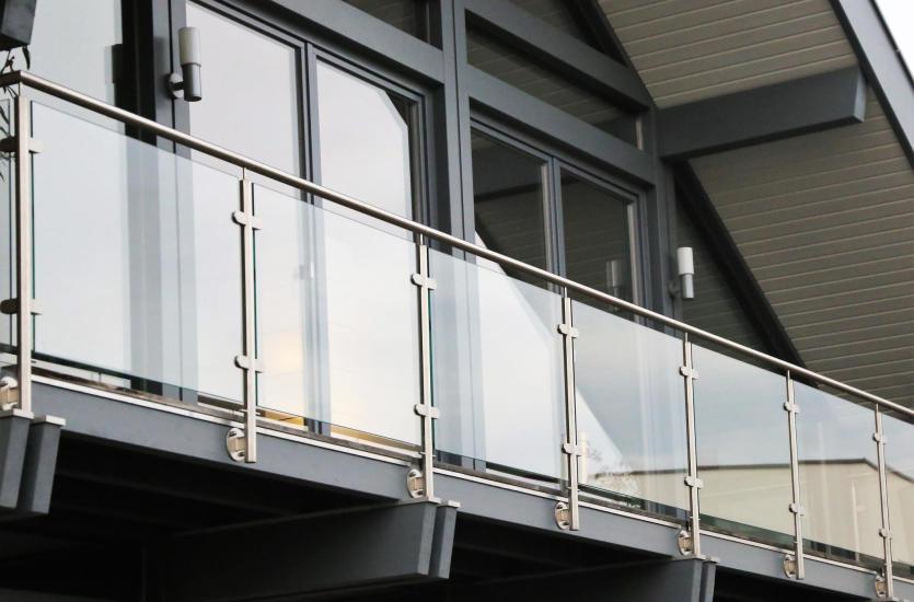 Jakie balustrady na balkon wybrać?