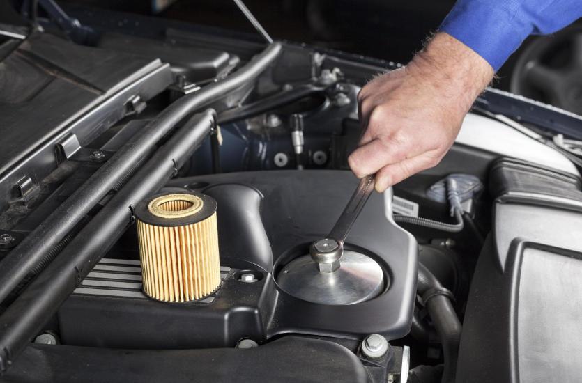 Wymiana filtrów i oleju w aucie, czyli gdzie udać się na przegląd techniczny auta?