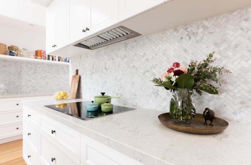 Kamień naturalny, jako element wykończenia praktycznej kuchni